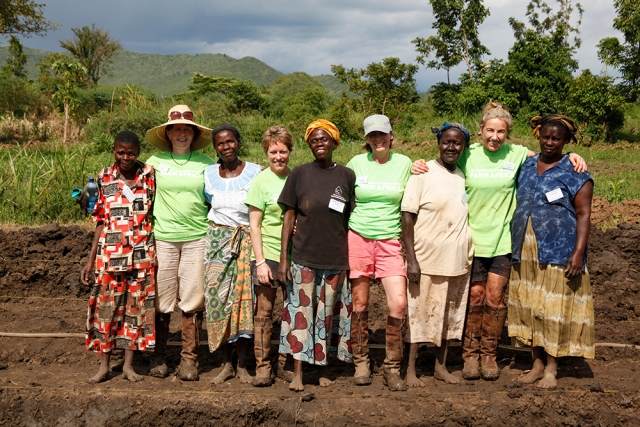 In May 2013, a group of women industry leaders worked shoulder-to-shoulder with the members of the Afula Women's Group at one of Farm Africa's projects in Kisumu, Kenya, hand-digging a swimming pool-sized fish pond in three days
